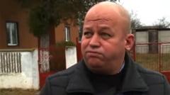 VIDEO Un fost primar din Teleorman infectat cu COVID a fugit din spital. A dat cu pumnii si picioarele in usa sectiei