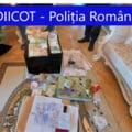 VIDEO FOTO Ce au gasit mascatii in casele a cinci camatari din Craiova: gramezi de bani si arme cu nemiluita