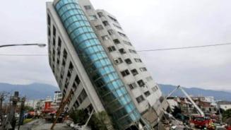 VIDEO FOTO Imagini dramatice dupa cutremurul puternic din Indonezia. Bilantul a ajuns la 42 de morti si peste 800 de raniti