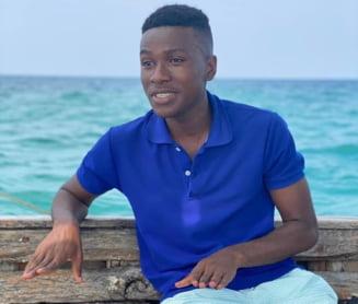 """VIDEO FOTO Povestea lui Mudi, tanarul de 20 de ani din Zanzibar care a invatat singur limba romana si acum e ghid pentru turisti. """"Visez sa merg in Romania"""""""