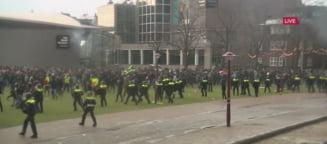 VIDEO UPDATE Protest anti-lockdown la Amsterdam, cu mii de oameni; 100 au fost arestati. Politistii au folosit un tun cu apa pentru a dispersa protestatarii