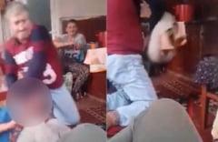 VIDEO UPDATE Un tata isi loveste cu bestialitate copilul de numai 7 ani. Politia l-a retinut pe agresor