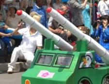 1 iunie in Coreea de Nord: Copii in uniforme militare, in tancuri miniaturale (Galerie foto si Video)