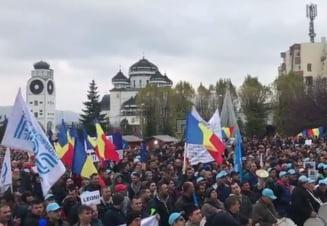 10.000 de angajati de la Dacia au cerut Guvernului sa renunte la masurile fiscale: Jos hotii! PSD si ALDE ne fura! (Video)