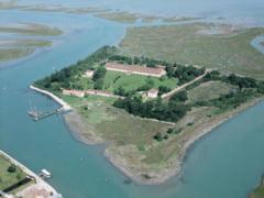 10 insule nelocuite si motivele pentru care au ramas abandonate (Galerie foto)