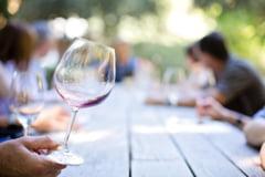 10 pahare cu vin pe saptamana reduc speranta de viata cu doi ani - studiu