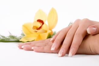 10 trucuri pentru a-ti repara unghiile deteriorate