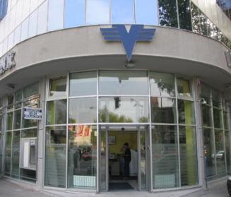 100 de romani dau in judecata Volksbank pentru comisioane abuzive
