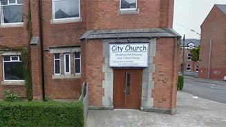 115 romani s-au refugiat intr-o biserica irlandeza, dupa atacuri rasiste