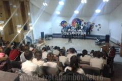 12 scoli dambovitene, la Festivalul Judetean de Colinde, Traditii si Obiceiuri de Iarna