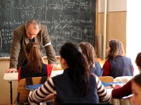 15.000 de profesori din preuniversitar - disponibilizati, sindicatele protesteaza