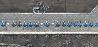 15 avioane supersonice ale Rusiei pozate de sateliti-spion la 150 de kilometri de granita Ucrainei. Pilotii asteapta ordinele lui Putin