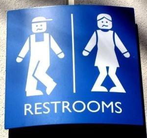 2 din 5 romani nu au toaleta sau dus in casa