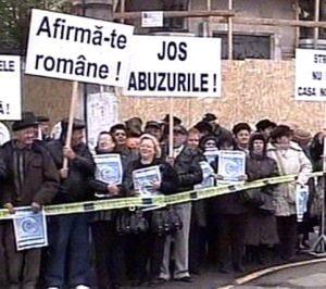 200 de persoane protesteaza la Cotroceni