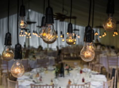200 de romani au facut nunta intr-un restaurant din Spania si au plecat fara sa plateasca. La petrecere ar fi cantat si Guta