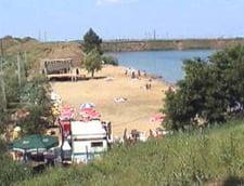 200 de tineri au ramas izolati pe insula unui lac din judetul Arad
