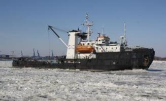 22 de nave blocate de gheata pe Dunare