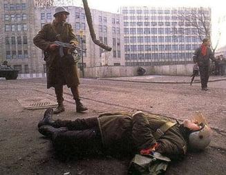 25 de ani de la Revolutie: Dosarul se plimba intre sectii, procurorii il studiaza ...
