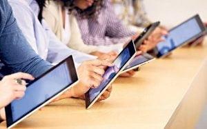 280 de elevi dintr-o comuna vor primi tablete si abonamente la internet in valoare de 80.000 lei