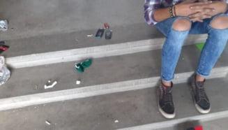 3 TINERI, PRINSI CU DROGURI IN SCARA UNUI BLOC DIN CARTIERUL EXERCIEsIU
