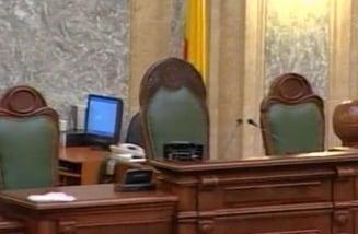 """30 de senatori au """"uitat"""" de declaratiile de avere"""