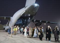 """45 de cetățeni afgani, evacuați spre România în ultimele 24 de ore. """"Majoritatea sunt magistrați și familiile lor"""""""