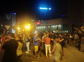452 de persoane au avut nevoie de ajutor medical la protest. Trei au arsuri pe 15% din corp