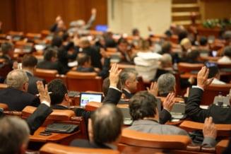 47% dintre romani sunt de acord cu schimbarea lui Blaga si Anastase - sondaj IRSS