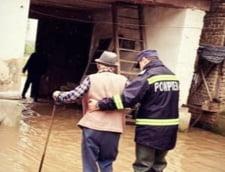 50 de gospodarii din Bacau, inundate in urma precipitatiilor abundente