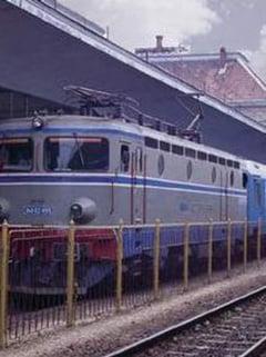 54 de trenuri vor merge spre litoral