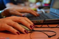 6 din 10 angajati isi ascund de colegi si sefi activitatea pe retelele sociale
