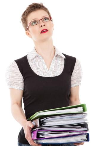 7 din 10 angajati romani muncesc peste program si tot nu se descurca cu banii