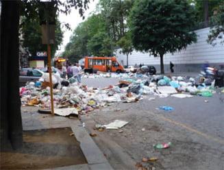 70 la suta dintre romani se declara iritati de gunoaiele aruncate pe strazi