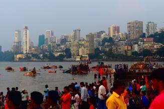76 de morți și zeci de dispăruţi, după ce ploi musonice au lovit India