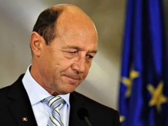 77 la suta dintre romani vor demisia lui Traian Basescu - sondaj CSCI