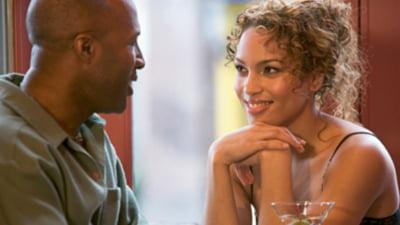 Cât de flirtează cu un tip: 9 sfaturi pentru a-l face atras necontrolat de tine - Flirtul