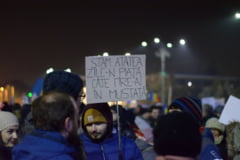 "A 16-a zi de protest: Maraton de scandat ""demisia"" in fata Guvernului"