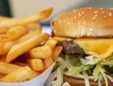 A atacat un fast-food pentru ca nu i s-a servit mancarea preferata (Video)