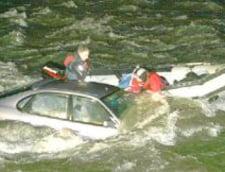 A confundat frana cu acceleratia si a ajuns direct in lac