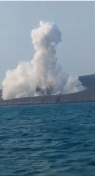 A erupt vulcanul Anak Krakatau