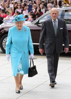 A facut regina Elisabeta a II-a salutul nazist? Un expert britanic face lumina