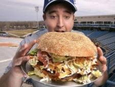 A fost lansat burgerul-monstru, de 4.800 de calorii