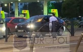 A fost retinuta si partenera soferului de BMW care a lovit un Logan cu o crosa de golf, in traficul din Bucuresti VIDEO