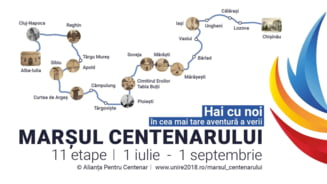 "A inceput ""Marsul Centenarului"". Sustinatorii unirii cu Moldova au plecat din Alba Iulia catre Chisinau"