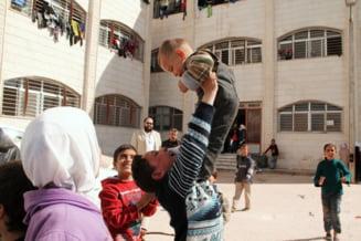 A inceput operatiunea de relocare a refugiatilor: E o zi importanta pentru UE, e o zi a victoriei