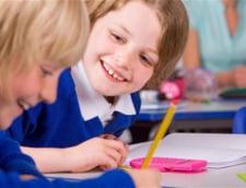 """A inceput scoala: Nu exista manuale. Exista """"decat"""" microbuze (Opinii)"""