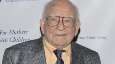 A murit Ed Asner. Actorul american laureat de șapte ori cu Emmy avea 91 de ani