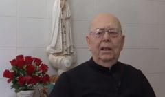 A murit fostul exorcist sef al Vaticanului, cunoscut pentru 160.000 de cazuri