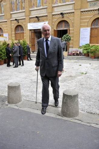 A murit legendarul creator de moda Hubert de Givenchy, bunul prieten al lui Audrey Hepburn