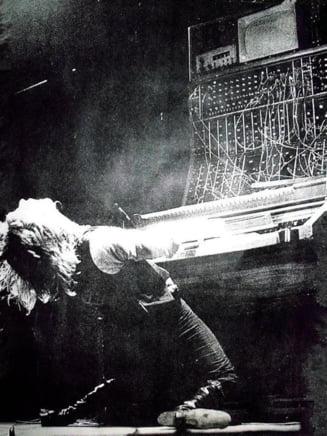 A murit o legenda a rockului: S-a impuscat in cap